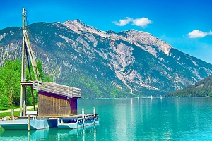 Tyrolsko v horském penzionu nedaleko jezera Achensee s rozšířenou polopenzí, saunou a půjčením e…...