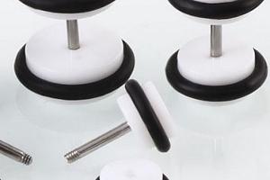 Akrylové náušnice pecičky se silikonem - 2 barvy SE99 Barva: Bílá...