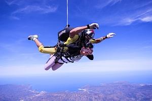 Tandemový seskok z výšky 4000 m...