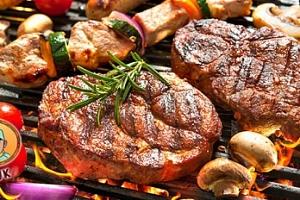 Švejkova grilovačka: 500 g kuřecích či vepřových steaků pro 2-3 osoby...
