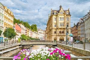 Karlovy Vary v hotelu v centru lázeňské zóny se snídaní/polopenzí i se vstupem do Alžbětiných lázní…...