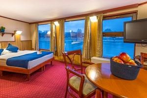 Budapešť originálně na lodi ve Fortuna Boat Hotelu *** s polopenzí a vínem...