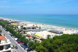 Itálie, Alba Adriatica: 7 či 10 nocí pro 1 osobu včetně dopravy busem...