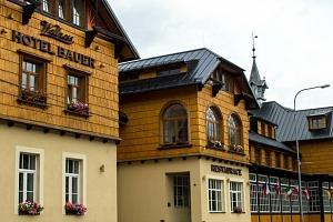 Depandance Hotelu Bauer s polopenzí a vstupem do dětského parku...