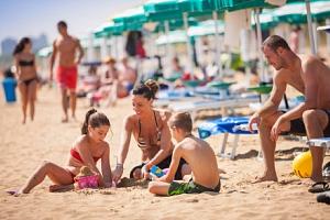 Itálie v bungalowech Albatros Los Nidos pro 4 osoby s bazény a aktivitami...