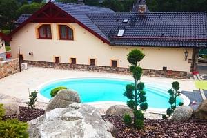 Zámeček Kaliště u řeky Sázavy s polopenzí a venkovním bazénem...