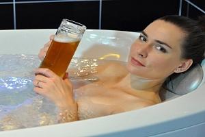 Největší konopné lázně v Evropě s polopenzí a masážní vanou...