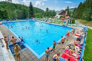 Léto v Hotelu Garden *** se vstupem do bazénu a polopenzí + dítě zdarma...