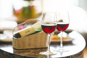 O víně - z vinic až na stůl - O víně, stolování, degustování, vinné etiketě, vinné historii a…...