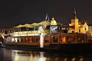 Luxusní večeře na lodi v Praze...