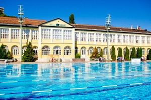 Budapešť v Hotelu Császár *** u centra se snídaní a vstupem do termálních lázní...