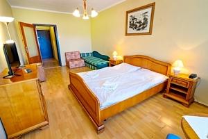 Piešťany: seniorský pobyt v Hotelu Satelit *** s polopenzí a až 5 procedurami...