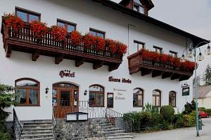 Hotel Stará Škola*** v Moravském krasu s polopenzí a wellness...