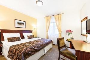 Třebíč: Hotel U Černého orla **** s polopenzí a vstupy do aquaparku a památek...