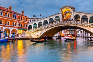 Benátky v novém A&O Venezia Mestre se snídaní a 2 dětmi do 18 let zdarma...