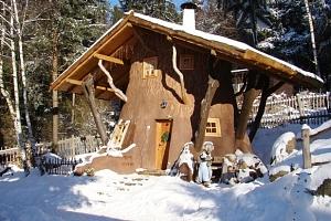 Zima v Pohádkové vesničce pro 2 + 2 děti do 12 let s polopenzí a bazénem...