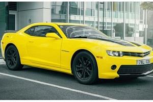 Superjízda ve žlutém Chevroletu Camaro Bumblebee včetně paliva...