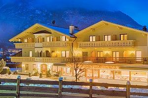 Jižní Tyrolsko v hotelu s neomezeným vstupem do wellness, lahví vína a polopenzí...