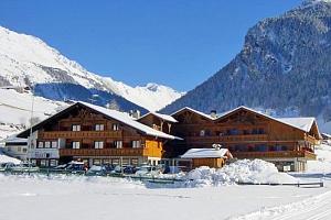 Italské Alpy v hotelu s polopenzí, saunou a bazénem + víno, svařák a výlet s průvodcem...