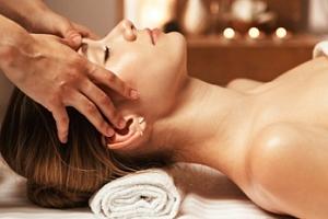 Relaxační a uvolňující masáž hlavy, obličeje a dekoltu...