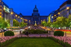 Praha v hotelu nedaleko Václavského náměstí se snídaní...