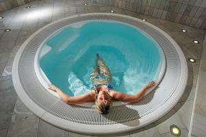 Jižní Tyrolsko: Hotel Goldene Rose ***+ u skiareálů s polopenzí a wellness...