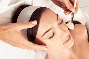Efektivní ošetření chemickým peelingem pro muže i ženy...