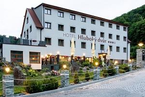Olomoucko: Nabitý wellness balíček v hotelu Hluboký dvůr s polopenzí...