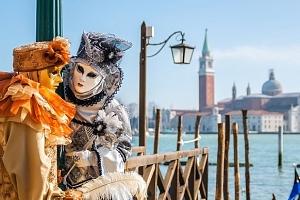 Benátky v období tradičních karnevalových oslav...