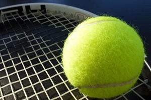 Hodina tenisu v hale nedaleko centra Olomouce...