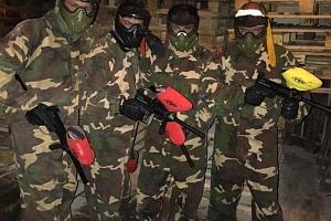 Army pánská jízda v paintballové aréně...
