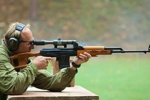 Střílení na venkovní střelnici...