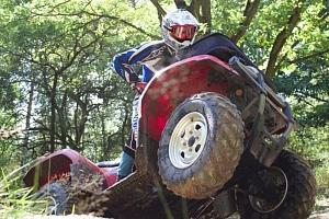 Jízda na čtyřkolce ATV na specializované trati...