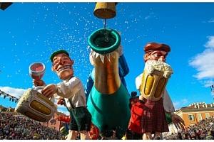 Světoznámý francouzský karneval v Nice s květinovým průvodem...