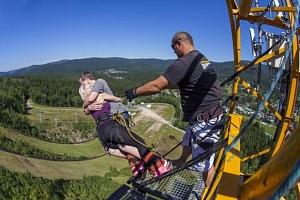 Bungee jumping z televizní věže...