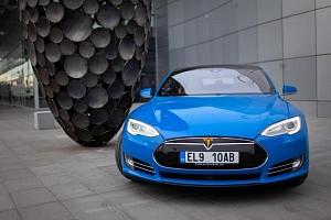 Jízda v elektromobilu Tesla S P85D...