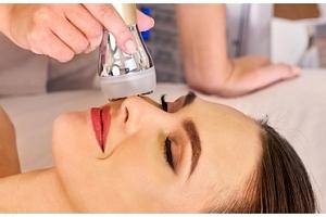 Ošetření celého obličeje a vrchní části krku pomocí Ultherapy HIFU...