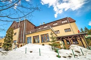 Jizerské hory v hotelu s neomezeným wellness a bazénem + polopenze...
