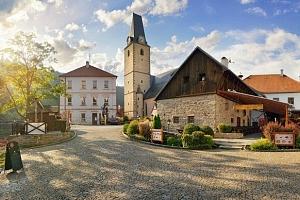 Zima nebo jaro v hotelu U Martina u hradu Rožmberk se slavnostní večeří...