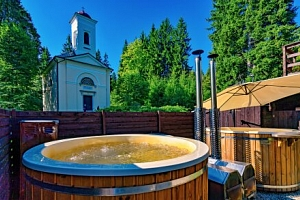 Jeseníky přímo v centru Karlovy Studánky: Hotel Džbán *** s Thermal Parkem či pivní koupelí...