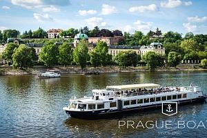 Vyhlídková plavba po Vltavě s obědem pro dva...