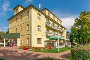 Konstantinovy Lázně: Hotel Jirásek *** s wellness, masáží, solnou jeskyní a akcemi + polopenze...