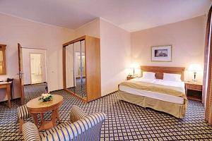 Plná penze a spa procedury ve 4* hotelu v centrum Karlových Varů...