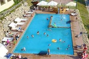 Letní last minute v Hotelu Podlesí s bazénem i vstupem do pohádkové vesničky...