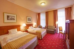 Karlovy Vary: SPA Hotel Lauretta **** s plnou penzí, kávou se zákuskem a až 8 léčebnými procedurami...