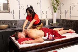 Privátní wellness a hodinová masáž pro dva...