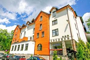 Polské Krkonoše nedaleko lyžařského střediska v Hotelu Sasanka *** s neomezeným wellness s bazénem …...