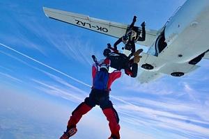 Parašutistický výcvik volných pádů ze 4 000 m...