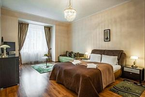 Centrum Karlových Varů v apartmánech Residence Goethe U Tří mouřenínů **** s vínem, procedurou a…...