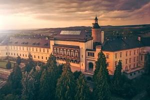 Křivoklátsko: Romantika na zámku Chateau Hotel Zbiroh s unikátním wellness a snídaní ve středověké…...